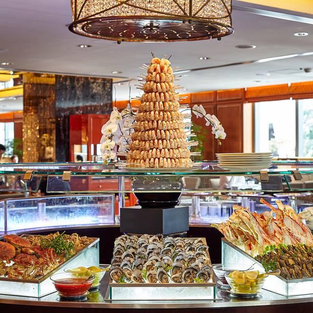 Mandarin-oriental-hong-kong-hotel-clipper-lounge-buffet-seafood-display - Clipper Lounge - Mandarin Oriental Hong Kong, Hong Kong, Hong Kong