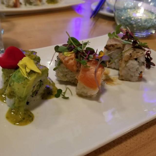 Samurai Blue Sushi and Sake, Portland, OR