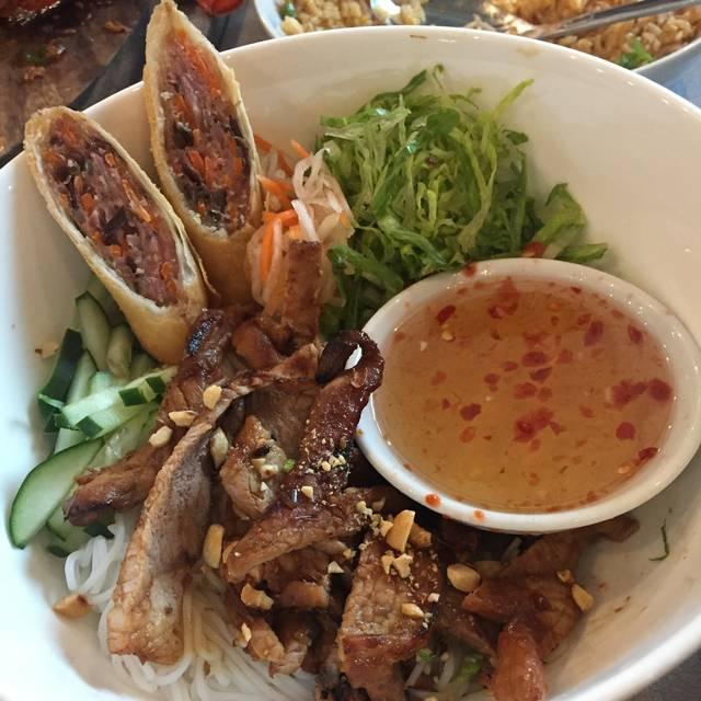 Four Sisters - Taste of Vietnam, Fort Worth, TX
