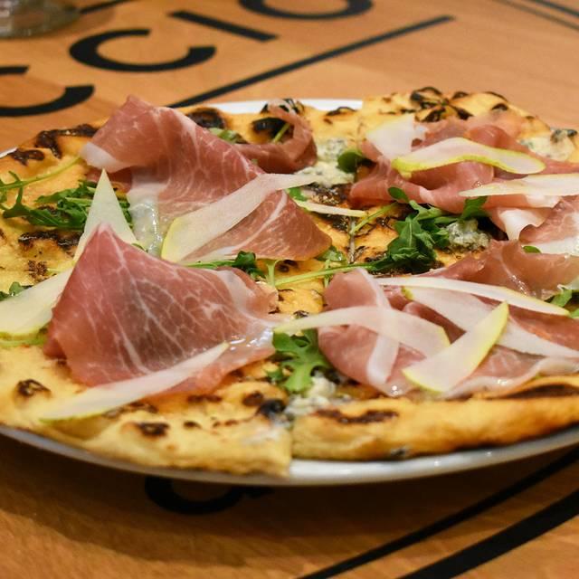 Pizza Con Prosciutto, Fichi E Pere - Ristorante Boccaccio, Toronto, ON