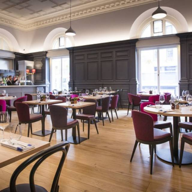 Restaurant Bar - The Grosvenor Arms and Lounge, London