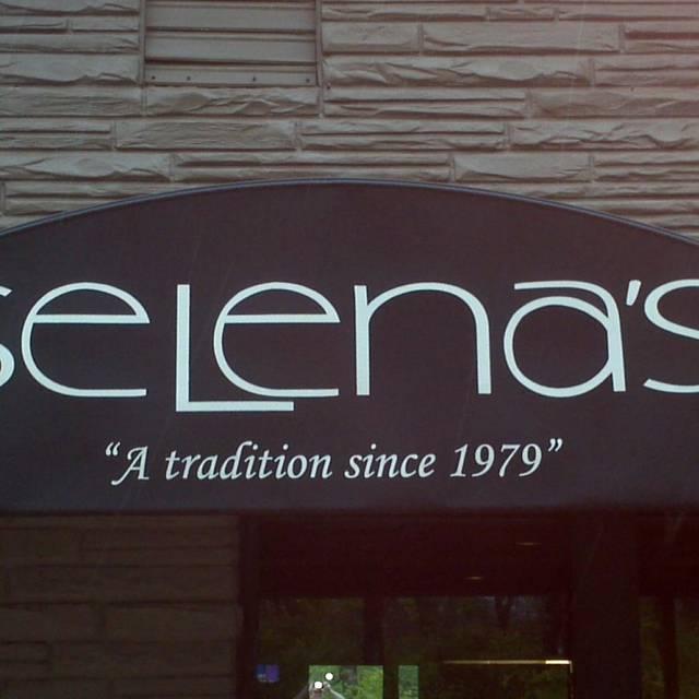 Selena's at Willow Lake Tavern, Louisville, KY