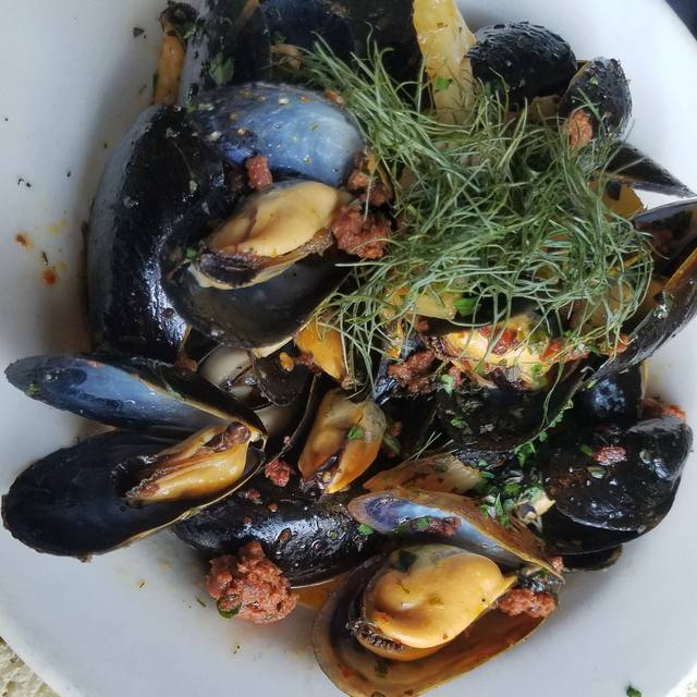 Grassroots Pei Mussels - Grassroots Grill (fka Deleece), Chicago, IL