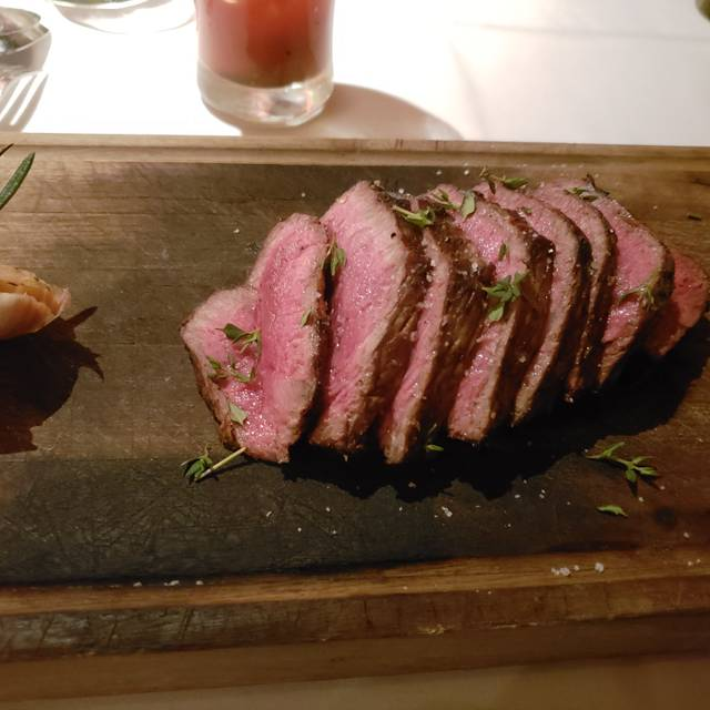La Queue de Cheval Steakhouse & Raw Bar, Montréal, QC