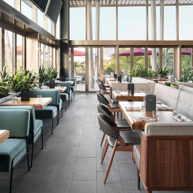 Earls Kitchen + Bar - Dadeland, Miami, FL