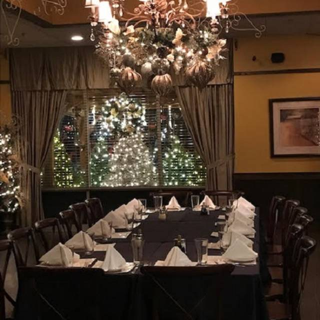 Holiday Party Table - Frankie's Ristorante, Tinley Park, IL