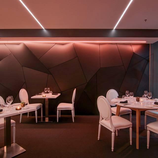 Salle - Restaurant Le XVI XVI, Montréal, QC