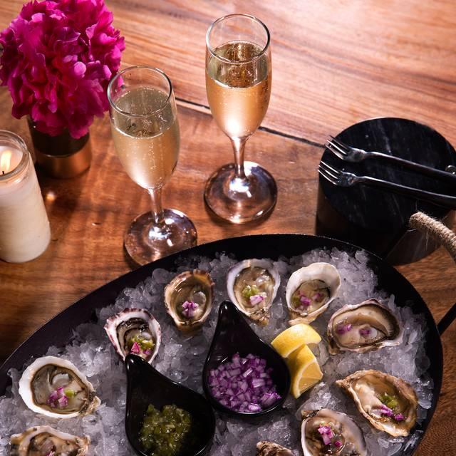 Oysters - Vana Paia, Paia, HI