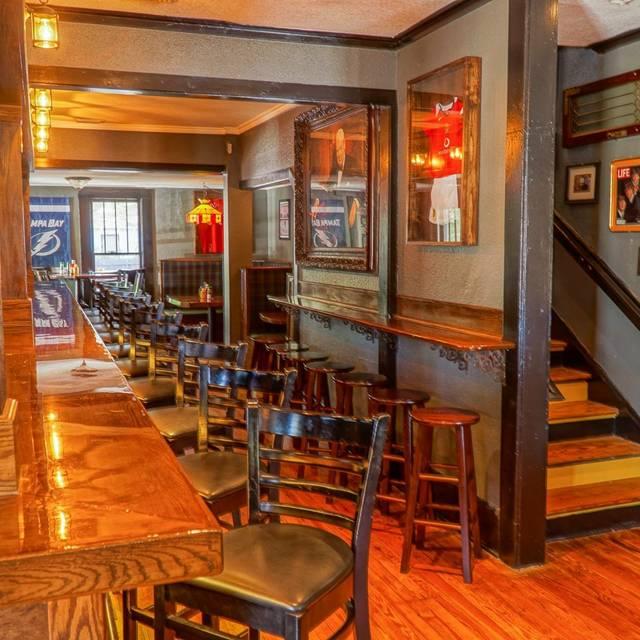 london heights british pub restaurant