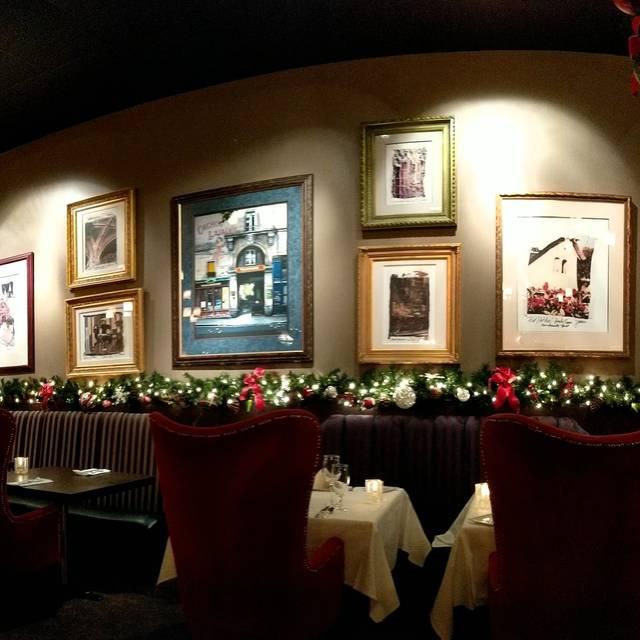 800 Wilfs Restaurant & Bar, Portland, OR