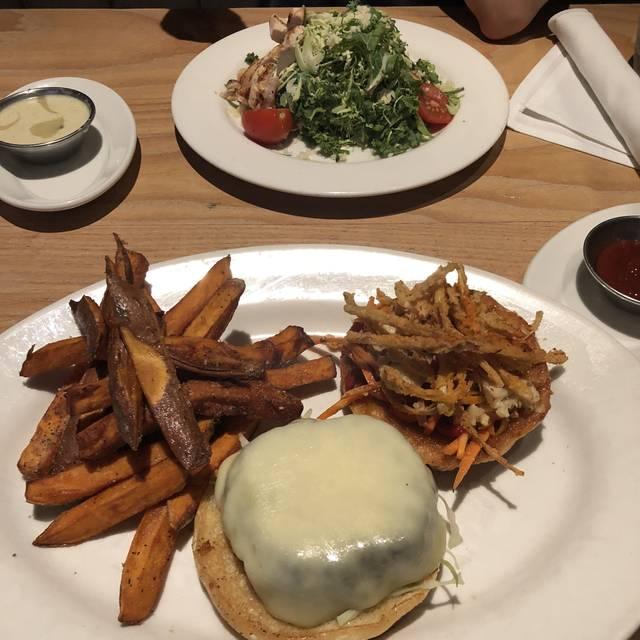 Doc B's Restaurant + Bar - River North, Chicago, IL