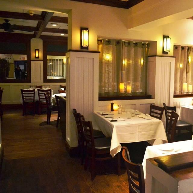 Mim's Restaurant - Roslyn, Roslyn Heights, NY