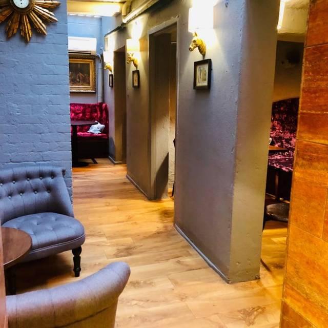 Alcove Library Area - - Fino's Bar & Restaurant, London