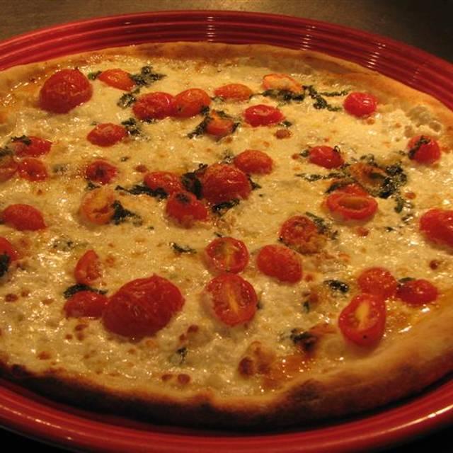 Elizabeth's Pizza - Battleground, Greensboro, NC