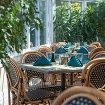 photo of lakeside grille & bar restaurant