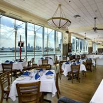photo of riva crabhouse on navy pier restaurant