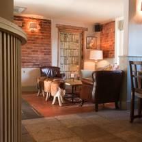 photo of the hoddington arms restaurant