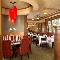 photo of ruth's chris steak house - waikiki beach walk restaurant