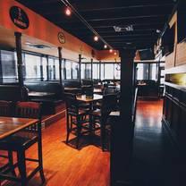 foto von bottlescrew bill's & buzzards restaurant