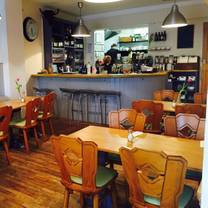 photo of the salt bar restaurant
