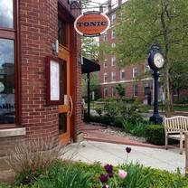 foto von tonic restaurant @ quigley's pharmacy restaurant