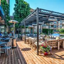 photo of oak + cru social kitchen & wine bar restaurant