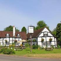 photo of the bulls head wootton wawen restaurant