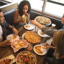 foto von aurelio's pizza south loop restaurant