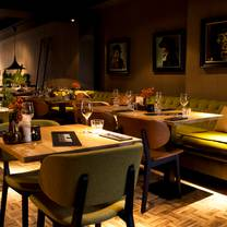 foto van black and blue restaurant