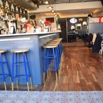 photo of queen's room restaurant