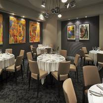 photo of the oval room restaurant