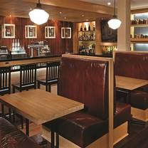 foto von harbour city bar & grill - delta halifax restaurant