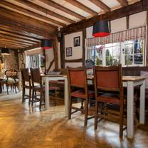 foto van the red lion hernhill restaurant