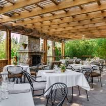 photo of kitchen + bar at chalet view lodge restaurant