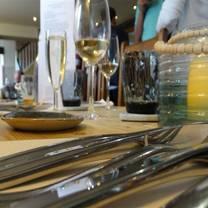 photo of the ship inn conyer restaurant