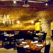foto von steak + vine restaurant
