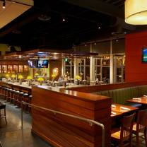 foto von houlihan's - naperville restaurant