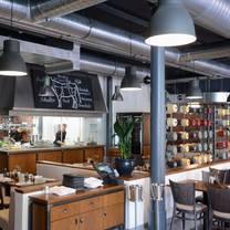 foto von max louis restaurant