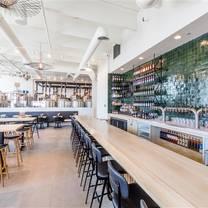 photo of 6th & la brea restaurant