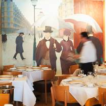 photo of bistrot lepic & wine bar restaurant