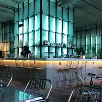 foto de restaurante atomic
