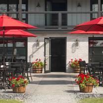 foto von lake bomoseen lodge and taproom restaurant