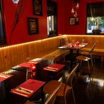 foto von noodles 102 restaurant