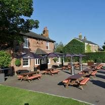 photo of the chequers matching green restaurant