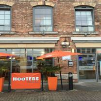 photo of hooters restaurant