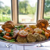 photo of sunday lunch at the gallery restaurant, stanton manor restaurant
