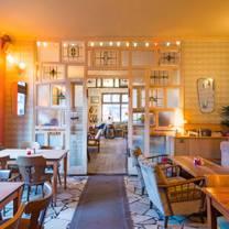 foto von datscha friedrichshain restaurant