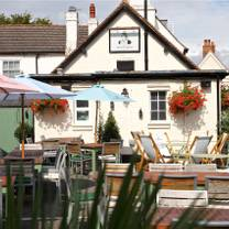 photo of the queens head - weybridge restaurant