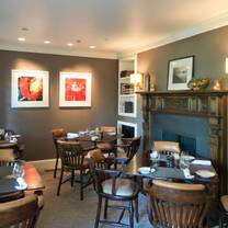 foto von the tap room at the mayflower inn & spa restaurant