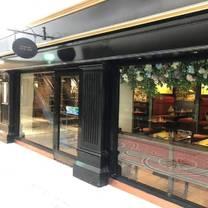 photo of queen's cafe bar restaurant